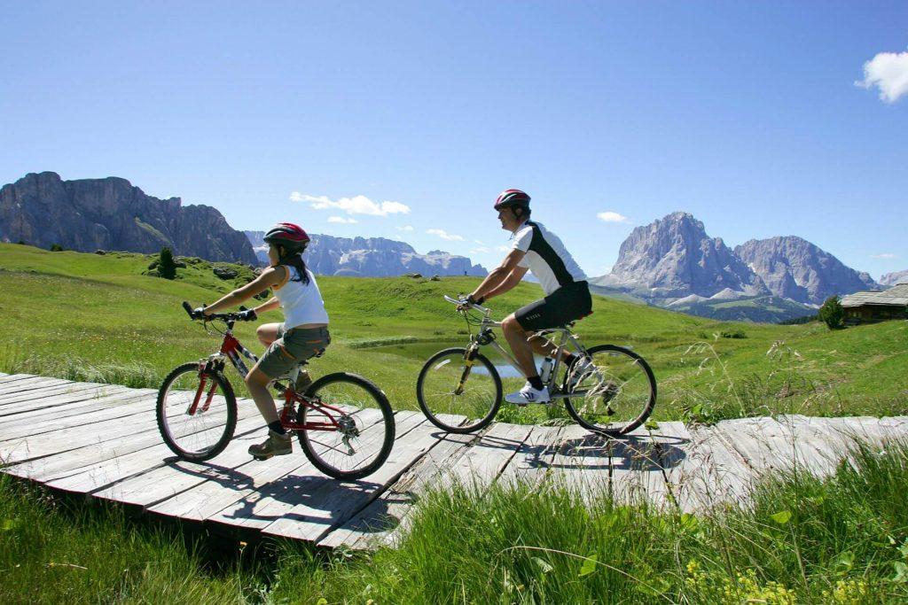 Dvojica na bicykli